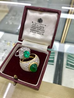 Green gem stones and diamonds are a classic mix, beautiful either set in white or yellow gold. Wether it's an emerald, alexandrite, garnet, jade or apatite amazing jewellery can be created by mixing with diamonds. Plenty available soon on #TheVintageJeweller. Check this photo taken today of 2 of our rings in a vintage house of Garrard box.