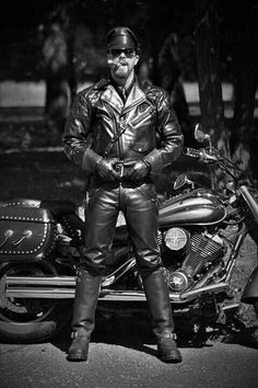 Men in Leather & Boots Leather Fashion, Leather Men, Leather Boots, Mens Leather Shirt, Leather Jackets, Cigar Men, Man Smoking, Cigar Smoking, Motorcycle Leather