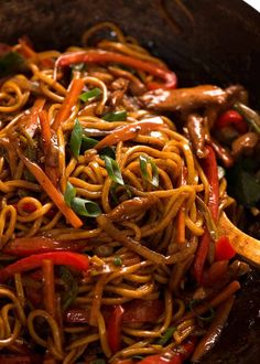 Close up of Lo Mein in a wok, ready to be served recipes chicken recipes crockpot recipes easy recipes for dinner recipes healthy food recipes Chinese Cooking Wine, Chinese Meals, Asian Cooking, Recipetin Eats, Recipe Tin, Pasta Dishes, Food Videos, Cooking Recipes, Gastronomia