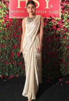Buy OffWhite Color Saree by Akanksha Singh at Fresh Look Fashion Indian Designer Sarees, Indian Designer Wear, Indian Sarees, Indian Bridal Outfits, Indian Dresses, How To Dress For A Wedding, Wedding Dress, Stylish Sarees, Trendy Sarees