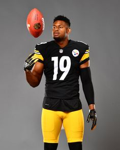 Pittsburgh Steelers Wallpaper, Pittsburgh Steelers Players, Nfl Football Players, Pittsburgh Steelers Football, Pittsburgh Sports, Sport Football, Pittsburgh Penguins, Color Rush Uniforms, Nfl Sports