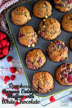 Raspberry Banana Oatmeal Muffins with White Chocolate Chunks Raspberry Oatmeal Muffins, Banana Blueberry Muffins, Blue Berry Muffins, Banana Bread, Raspberry Recipes, Banana Recipes, Muffin Recipes, Cake Recipes, Chocolate Oatmeal