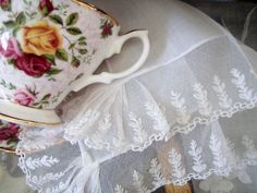 Cabin & Cottage : A Little Weekend Linen and Lace