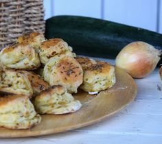 co s cuketou Home Baking, Zucchini, Valspar, Food And Drink, Appetizers, Low Carb, Bread, Healthy Recipes, Meals