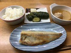 鯖の塩焼き、ダイコンとつくねのスープ、キュウリ、ダイコンのぬか漬け