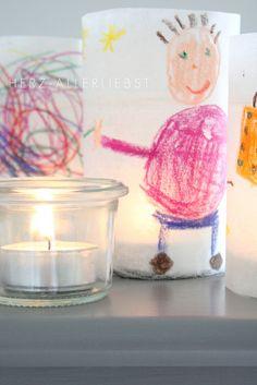 Idea genial con papel de cera... dibujos de los muchachos... recubriendo un frasco con una vela...