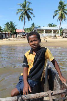 Giovane #malgascio che aiuta il padre nel proprio lavoro
