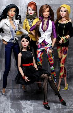 5 Fashion Royalty Dolls.