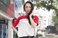 シンガポール Holland Village, SINGAPORE. Oon Shu An, actress. OwnMuse top, True Religion jeans, Forever 21 shoes, Bimba & Lola bag, Lovisa bangle. 【スライドショー】アジアの街角ファッションスナップ―シンガポール、メルボルンなど