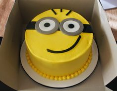 Creative Cakes by Lynn: Minion cake and cupcakes