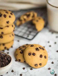 Glutén - és hozzáadott cukormentes csokicseppes keksz Cookies, Desserts, Food, Crack Crackers, Tailgate Desserts, Deserts, Biscuits, Essen, Postres