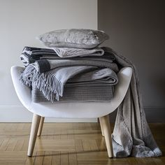 FRETTE WARM LUXURY           Cosy up to our cashmere throws and blankets