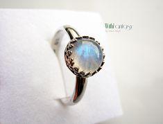 Royal holdkővel | With Fantasy Kézzel készült ezüst ékszerek, ezüst gyűrűk, ezüst karkötők, ezüst medálok