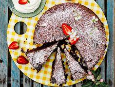 Suklaakakku sisältää kesäkurpitsaa, säilyy jääkaapissa 3-4 päivää