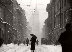 Vintage: Poland during Interwar period Interwar Period, Invasion Of Poland, Mother Photos, Krakow Poland, Warsaw, Street Photography, White Photography, Photography Magazine, Best Funny Pictures