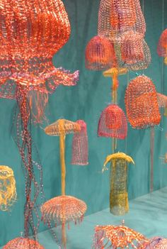 Gorgeous colours Fisch's Crochet Jellyfish Do Swimmingly on Display Wire Crochet, Freeform Crochet, Crochet Art, Unique Crochet, Crochet Patterns, Crocheted Jellyfish, Art Du Fil, Textiles Techniques, Art Techniques