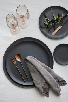 Discover the best Curated Tabletop Collections in Los Angeles. Explore our Luxury Glassware, Flatware, & Plates perfect for Weddings & Private Events! Dinner Sets, Dinner Table, Dinner Plates, Ceramic Tableware, Kitchenware, Bühnen Design, Plate Design, Design Food, Kitchen Dining