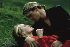 Still of Cary Elwes and Robin Wright in The Princess Bride (1987) http://www.movpins.com/dHQwMDkzNzc5/the-princess-bride-(1987)/still-3851453440