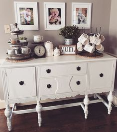 New farmhouse dining buffet coffee stations ideas Dining Room Decor dining room buffet decor Dinning Room Buffet, Dining Room Buffet Table, Dining Room Design, Kitchen Buffet Cabinet, Buffett Table, Ikea Table, Dining Decor, Sideboard Dekor, Farmhouse Table Decor