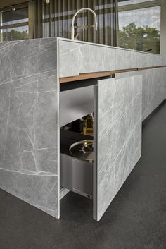 Neolith takes you on a trip to Iran with this contemporary twist on Iranian Gray Stone. The Neolith design incorporates a richer, industrial grey tone, with white veins etched onto the backdrop in contradicting directions. This slab pays tribute to the recently deceased and incredibly talented Zaha Hadid, a true inspiration to the architectural community.