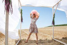"""In unserer letzten Instagram Story haben wir euch gezeigt, wie man dieses blumengemusterte Kleid kombinieren kann. 🌸 Ihr habt die Story verpasst? Unsere Kombinations-Stories findet ihr immer abgespeichert in unserem Highlight """"Inspiration""""! 😊👍 Highlights, Cover Up, Beach, Inspiration, Instagram, Dresses, Fashion, Flowers, Gowns"""