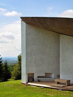 Le Corbusier – The chapel of Notre Dame du Haut in Ronchamp, 1954