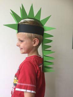 dino hoed zelf maken, dinosaurus hoed, hoed van papier dino, papieren dino hoed, dino pet Crazy Hat Day, Crazy Hats, Dinosaur Activities, Dinosaur Crafts, Real Dinosaur, Diy For Kids, Crafts For Kids, Masque Halloween, Funny Hats