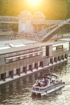 Moored at the foot of the Austerlitz station, OFF is the first floating hotel and bar in Paris.