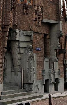 Het Scheepvaarthuis Brick Architecture, Historical Architecture, Architecture Details, Amsterdam School, Brick Construction, Art Deco Buildings, Brick Building, Brickwork, Grand Hotel