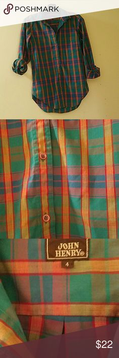 """Vintage button down fitted western top xs-s This fits like a gem, I just have too many clothes and am moving?? great material, doesn't wrinkle! Cotton blend. Perfect condition.17"""" chest 22""""arms 24.5 """" length Vintage Tops Button Down Shirts"""