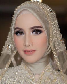 Muslim Wedding Gown, Hijabi Wedding, Wedding Hijab Styles, Muslimah Wedding Dress, Kebaya Wedding, Muslim Wedding Dresses, Hijab Bride, Hijab Makeup, Dress Makeup