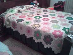 Hexagon Patchwork, Patchwork Cushion, Hexagon Quilt, Patchwork Patterns, Quilt Patterns, Colchas Quilt, Quilt Blocks, Quilting Templates, Quilting Designs