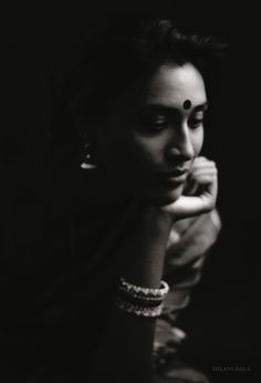 Popular Black And White Photography People Photographs Ideas Portrait Photography Poses, Photography Poses Women, Indian Photography, Family Photography, Indian Photoshoot, Saree Photoshoot, Photoshoot Style, Black And White Portraits, Black And White Photography