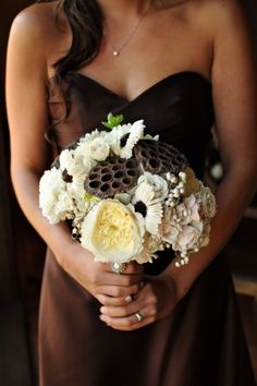 Cream and brown bouquets for the bridesmaids. Interesting colour, but looks pretty nice!