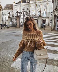 Discover the latest trends online. Fashion destination for sophisticated and playful fashionistas. Fall Winter Outfits, Autumn Winter Fashion, Fall Fashion, Fashion Women, Sweaters Outfits, Street Style Summer, Look Cool, Sweater Weather, Swagg