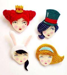 Broches de fieltro: Fotos de modelos - Broches de fieltro bordados Wonderland