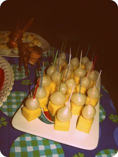 Party food of the Cheese and pickled onions mmmmm 1970s Party, Retro Party, Disco Party, Party Party, Party Ideas, Party Time, My Childhood Memories, Sweet Memories, 1970s Childhood