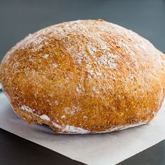 No Knead Dutch Oven Whole Wheat Bread – no kneading required and 4 ingredients gives you a healthy delicious whole wheat crusty bread. Dutch Oven Bread, Dutch Oven Cooking, Dutch Oven Recipes, Cooking Recipes, Pain Thermomix, Thermomix Bread, Cast Iron Bread, Peasant Bread, Artisan Bread Recipes