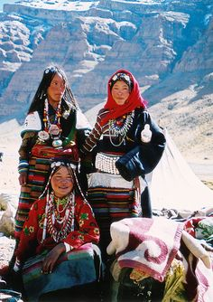 on the way to Kalash Tibet Bhutan, World Religions, World Cultures, Nepal, Costume Ethnique, Cultural Diversity, Asian History, Tibetan Buddhism, Folklore