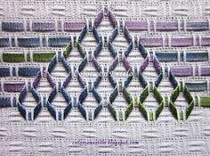 Color con Estilo: Bellísimo!!! Bordado con cintas en vagonite. Rombos y Flores color violeta en degrade Swedish Embroidery, Embroidery Hoop Art, Ribbon Embroidery, Huck Towels, Swedish Weaving Patterns, Monks Cloth, Chicken Scratch, Color Violeta, Needlework