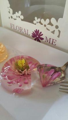 Floral Me #3D jelly flower #3D jelly art #Gelatin art #flower jelly cake#Edible flower #Dessert art #เยลลี่ดอกไม้ #เยลลี่ดอกไม้สามมิติ #วุ้นดอกไม้ #วุ้นดอกไม้สามมิติ #ศิลปะทานได้ #เจลาตินดอกไม้ Jelly Flower, Flower Food, Flower Art, Puding Art, 3d Jelly Cake, Jello Desserts, Jello Shots, Edible Flowers, Marshmallow