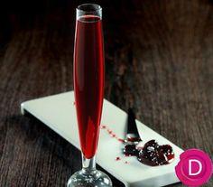 Λικέρ βύσσινο   Dina Nikolaou Cocktail Drinks, Cocktails, Liqueurs, Sweet Words, Alcohol, Homemade, Recipes, Food, Craft Cocktails