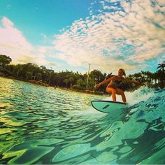 @ucfsurf team surfer @christina_coffee showing the ladies and gentleman how it's done at Typhoon Lagoon Wave Pool  Photo: @kengelhardt  http://www.surfparkcentral.com