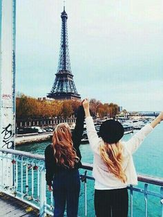 // It really wouldn't get much better than visiting the Eiffel Tower in Paris, France, with your best friend. Best Friend Pictures, Friend Photos, Paris 3, Paris Ville, Best Friend Goals, Best Friends Forever, Tour Eiffel, Travel Goals, Fun Travel