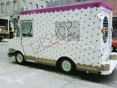 Topshop Tour Bus took over New York City for 4 days of styling workshops, makeovers, customisation workshops and guerrilla sunbathing (at selected bus stops). #TopShop #PopUpRetail #MobileRetail