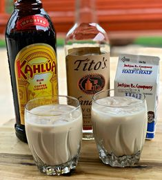 White Russian Cocktails – The Cookin Chicks - Coffee Drink Kahlua Drinks, Liquor Drinks, Vodka Drinks, Cocktail Drinks, Coffee Drinks, Yummy Drinks, Alcoholic Drinks, Beverages, Sweet Cocktails