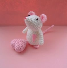 Little white mouse #amigurumi #crochet