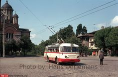 Instantanee din anul 1973 cartierul Cotroceni hans oerlemans Paris, Bus Coach, Busses, Public Transport, Cars And Motorcycles, Childhood Memories, Transportation, Automobile, Around The Worlds