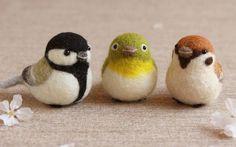 """makiko-works: """"羊毛フェルトの小鳥です。シジュウカラ、メジロ、スズメ。 """""""
