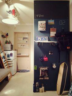 有孔ボード おしゃれ - Google 検索 Interior Architecture, Interior And Exterior, Interior Design, Wall Storage, Locker Storage, Amber Interiors, Japanese Interior, Industrial Interiors, My Room